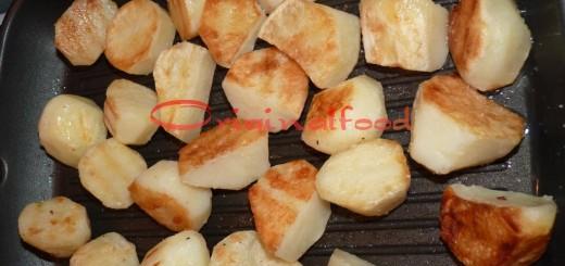 Картофель на сковороде гриль