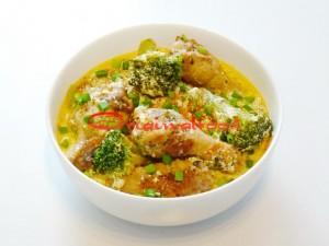Куриные крылышки с овощами тушеные в сливочно сметанном соусе