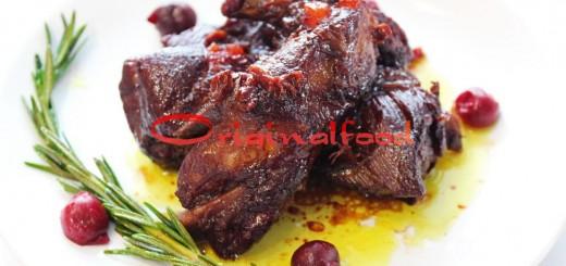 Пикантные свиные ребрышки с вишней
