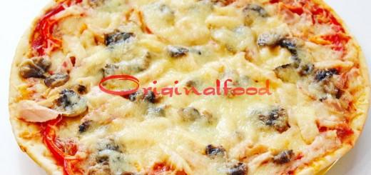 Домашняя пицца с курицей и грибами
