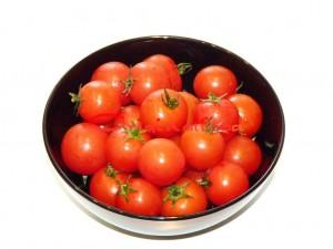 pomidori_cherri_s_tvorognim_sirom (1)