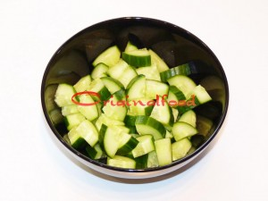 salat_s_perepilinimi_yaizami_ogurzami_i_pomidorami_cherri (1)