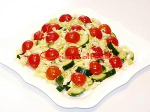 salat_s_perepilinimi_yaizami_ogurzami_i_pomidorami_cherri (6)
