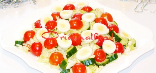 Салат с перепелиными яйцами, огурцами и помидорами черри