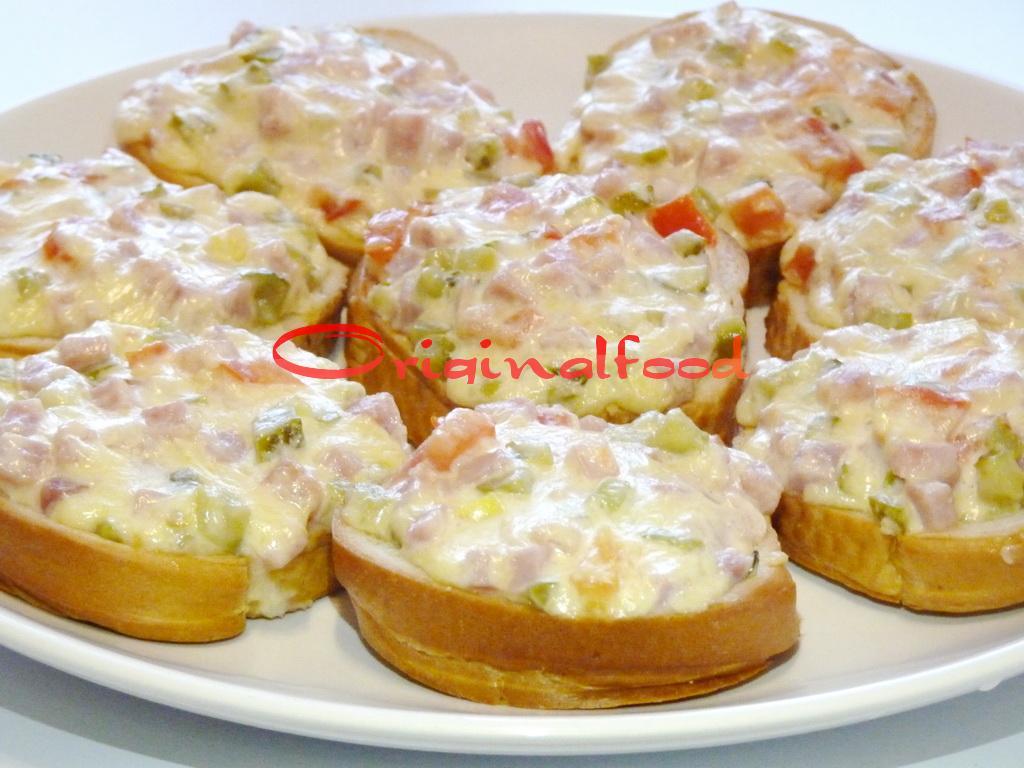 Горячие бутерброды с корнишонами