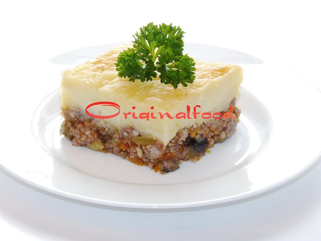 Запеканка с мясным фаршем, овощами и картофельным пюре