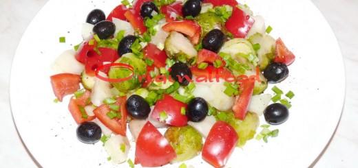 Салат с брюссельской капустой, картофелем и болгарским перцем