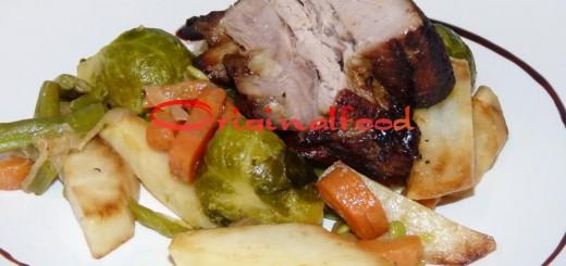 Ароматная свиная корейка в духовке