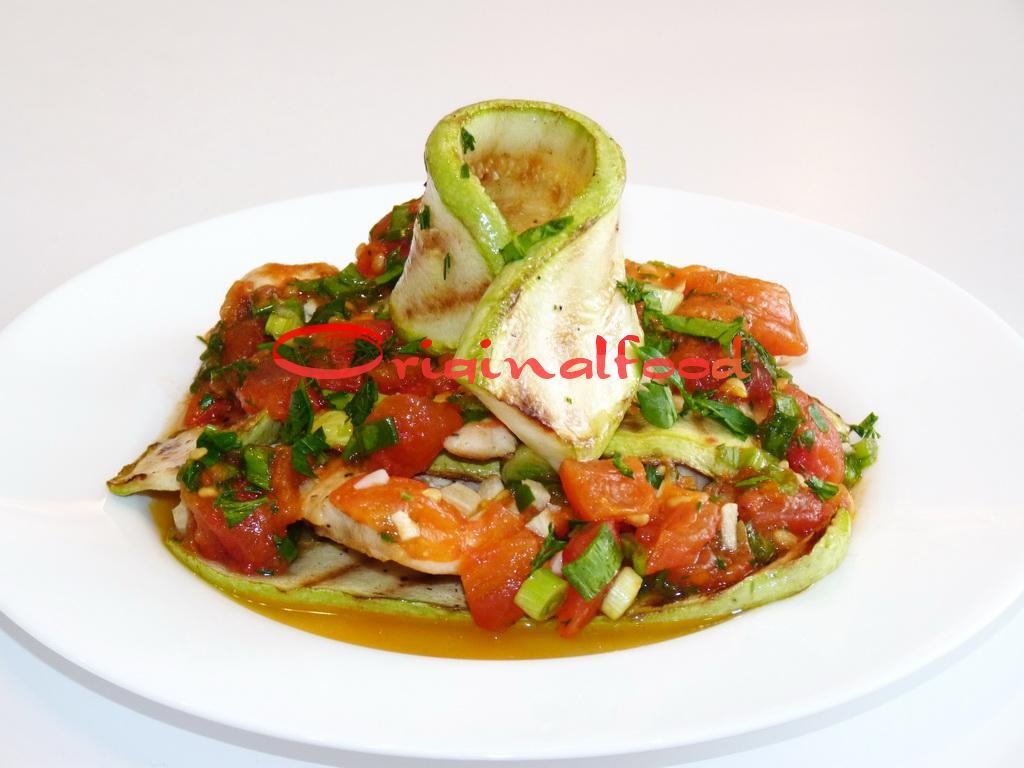 Куриное филе с кабачками под томатным соусом