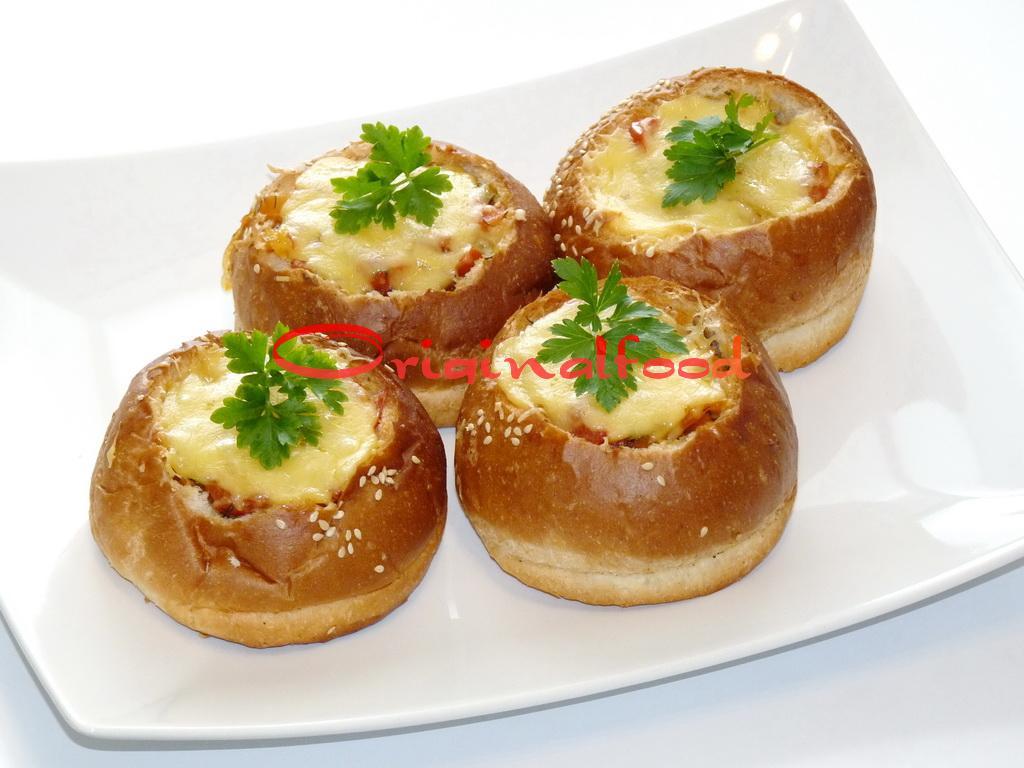 Куриное филе с овощами в булочке