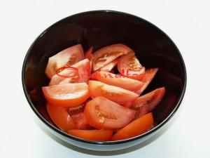 salat_s_pomidorami_i_baklaganami (1)