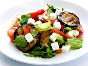 salat_s_pomidorami_i_baklaganami_wall