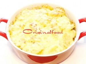 Курица с картофелем под сливочным соусом в духовке