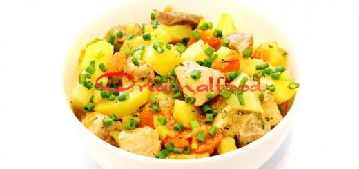 Тушеное мясо с картофелем в казане